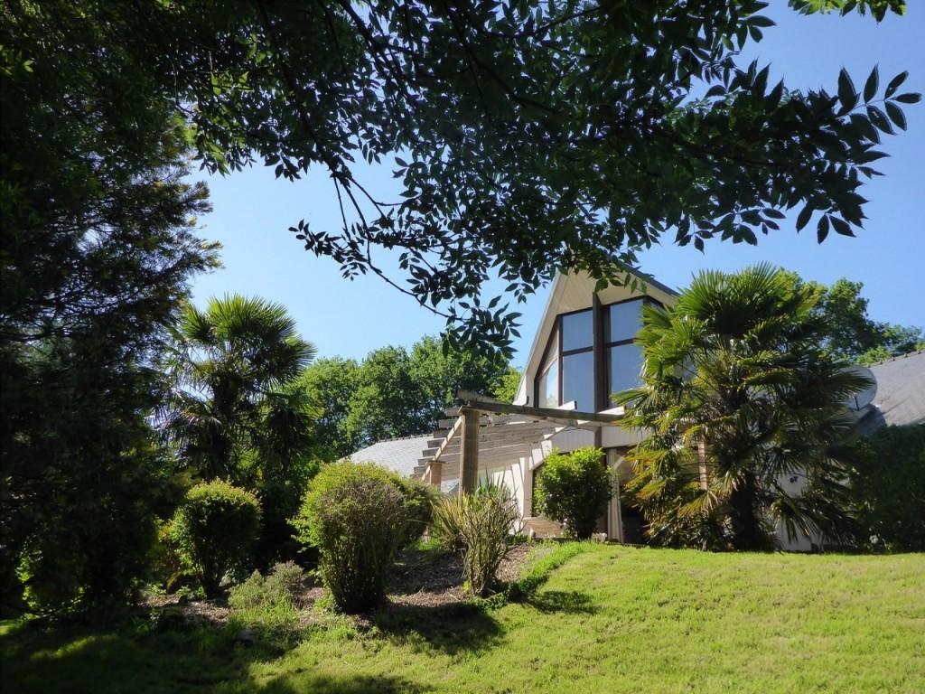 L Exceptionnelle Maison D Architecte Baignee De Lumiere Avec Piscine